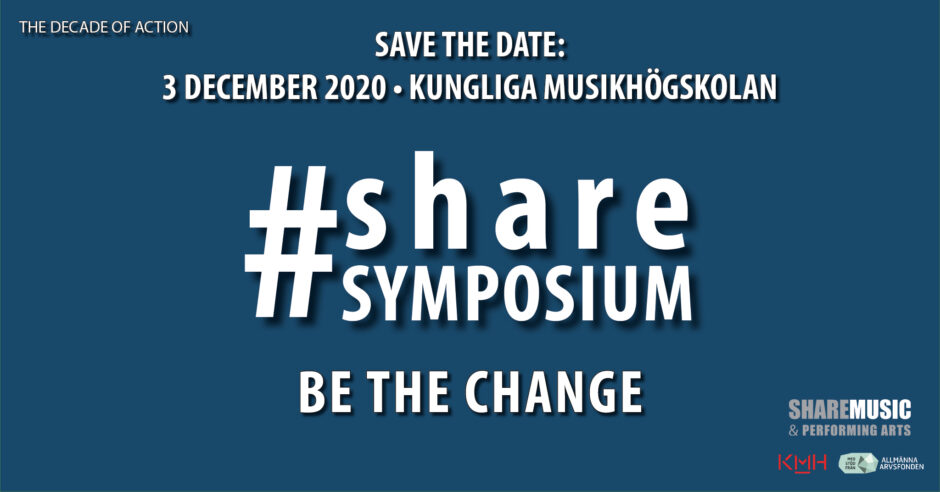 "Vit text mot mörkblå bakgrund. ""The Decade of Action. Save the date: 3 december - Kungliga Musikhögskolan. #Sharesymposium. Be the Change."" I nedre högra hörnet syns logotyperna för ShareMusic, KMH och Arvsfonden."